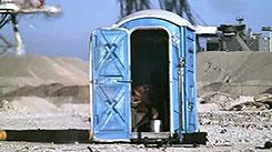 Взрывающийся переносной туалет. Автомобиль — прыгун с шестом.