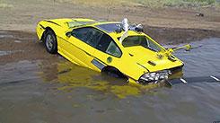 Перепрыгнуть на машине озеро. Невидимая грязь.